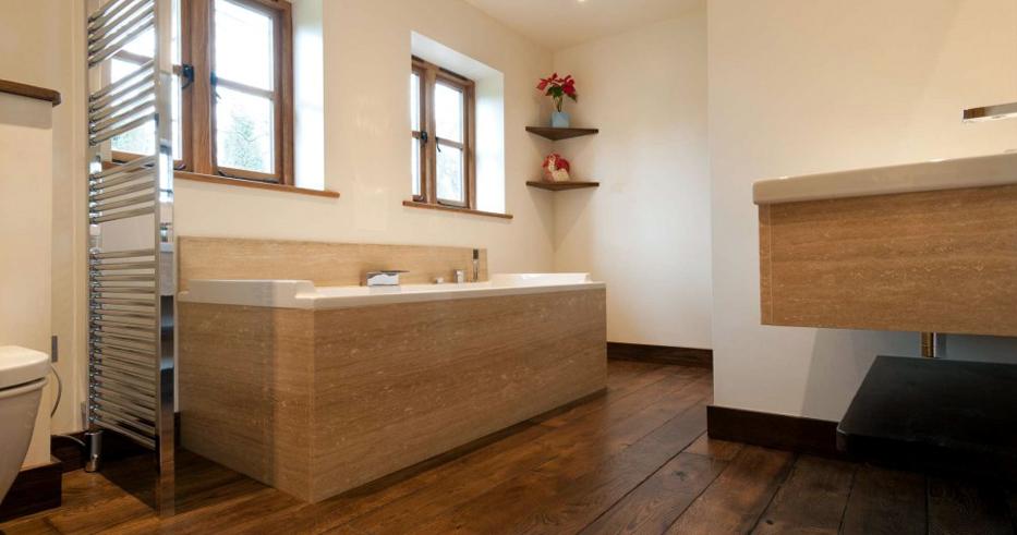 Деревянный пол для ванной комнаты