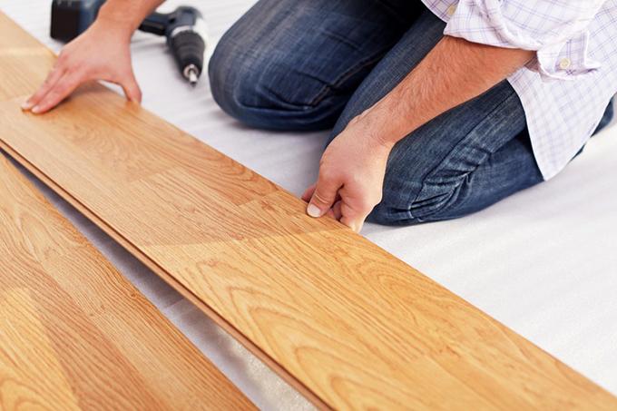 Как стелить ламинат на бетонный пол