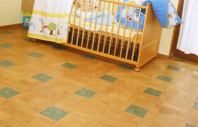Мягкий пробковый пол в детской комнате