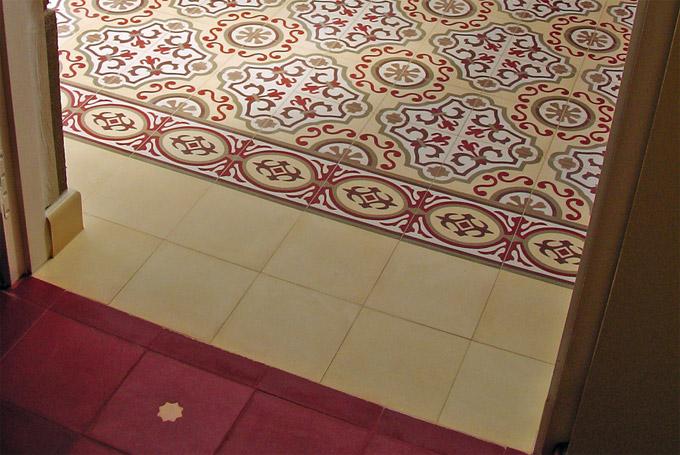 Дизайн напольной плитки в коридоре