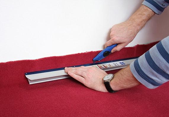 Перед тем как укладывать ковролин, подготовьте инструменты