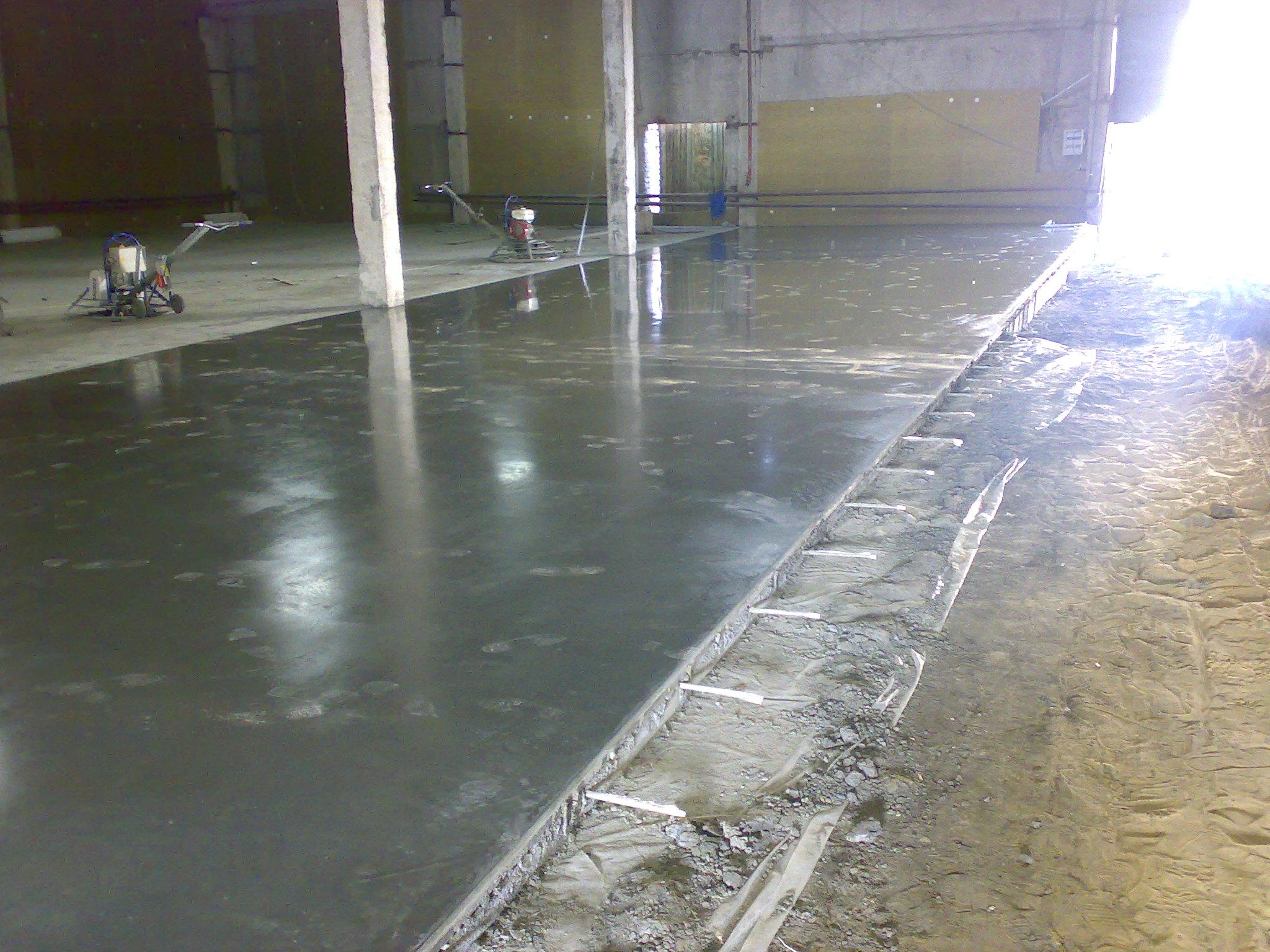 Število slojev monolitnih betonskih tal