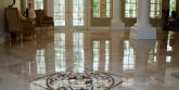 Напольная мраморная плитка: особенности материала и его применение
