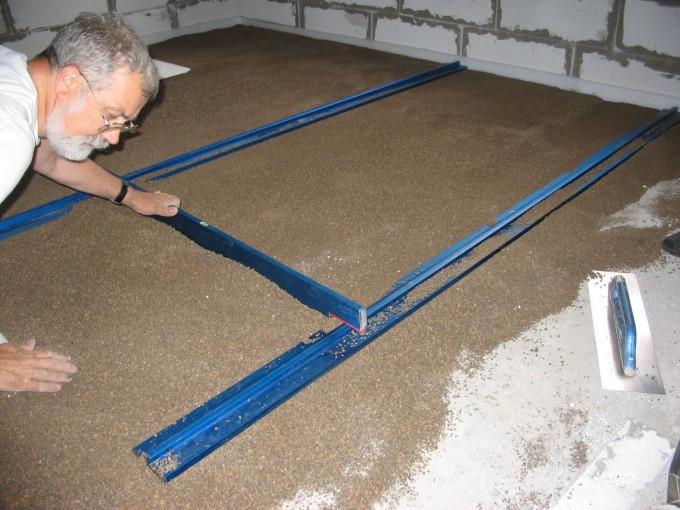 Процесс засыпки сухой смеси