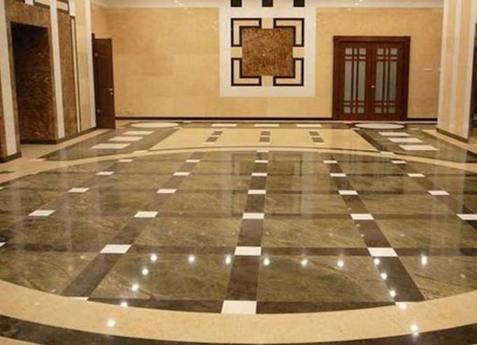 Цветовая палитра напольной мраморной плитки может варьироваться в зависимости от помещения