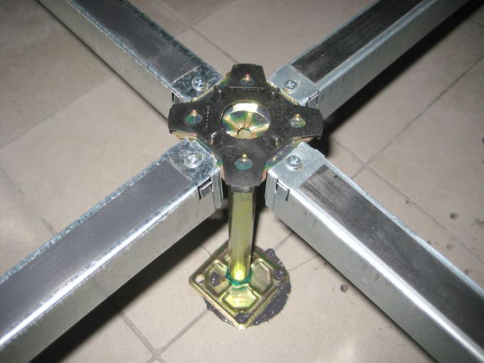 Монтаж плит следует проводить очень аккуратно, ведь от этого зависит надежность конструкции