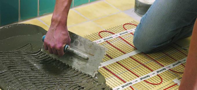 Слой клеевого состава варьируется от толщины плитки