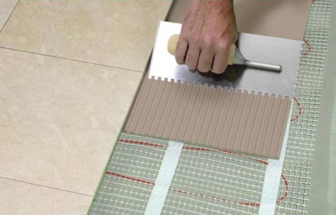 На сегодняшний день клей для плитки на теплые полы выпускается нескольких видов
