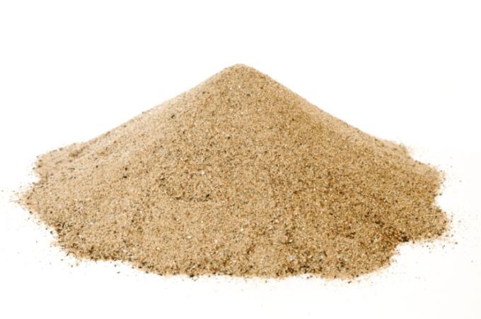 Песок необходимо разровнять и утрамбовать