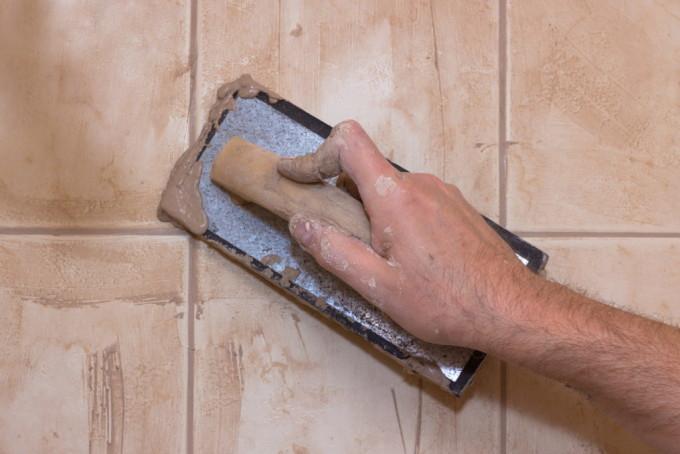С цементной затиркой легко работать даже новичку
