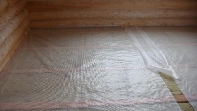 Пароизоляционный материал укладывают поверх теплоизоляции