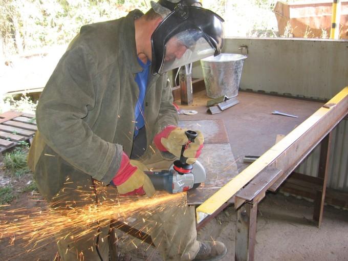 Защита при работе с плиткорезом