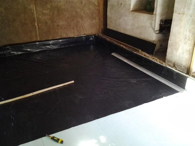 Гидроизоляцию бетонных полов обязательно следует проводить в ванной комнате