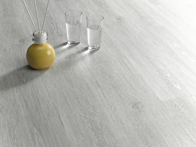 Выбирая кварцвиниловую плитку, учитывайте, для какого помещения она будет прдназначена