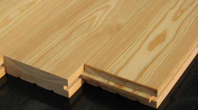 На фото паркетная доска из древесины лиственницы