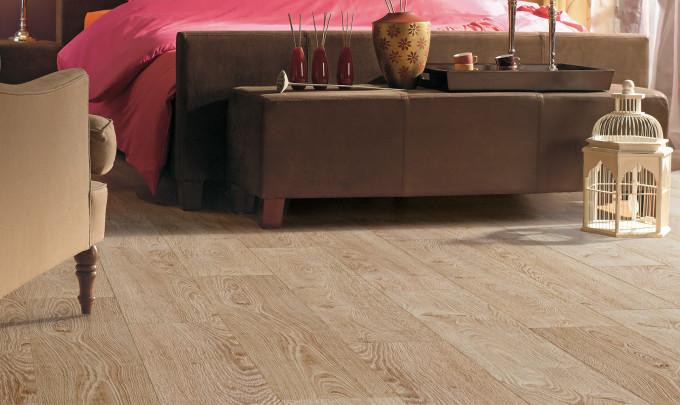 """Для помещения, оформленного в классическом стиле, отлично подойдет ламинат цвета """"дуба"""""""