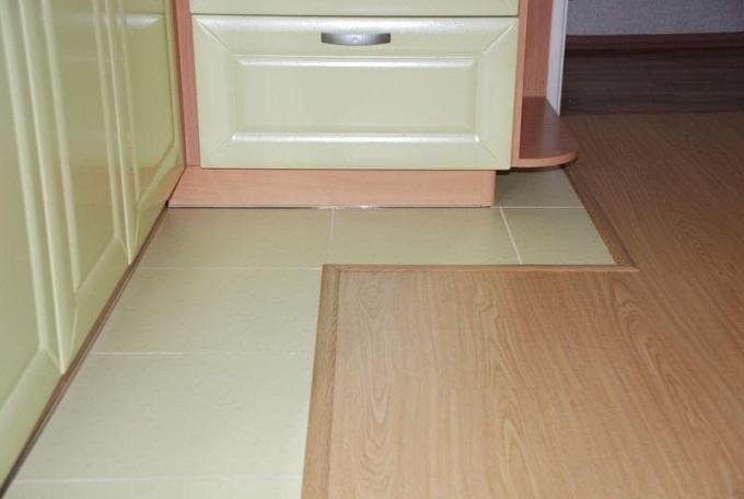 Керамическая плитка или линолеум: выбирайте то, что вам ближе