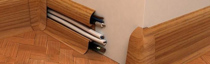 Плинтусы с кабель-каналами дают возможность скрыть провода
